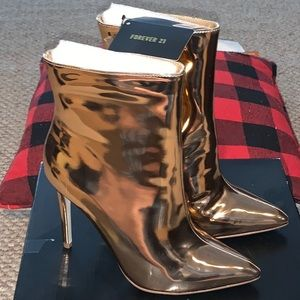 NWT/NWB Rose Gold Stilleto Booties 🔥